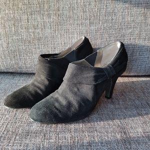 TAHARI Black Suede Grant Booties with Heel Size 7